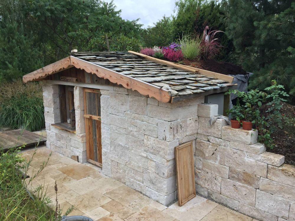 garten sauna aus travertin mauersteinen. Black Bedroom Furniture Sets. Home Design Ideas