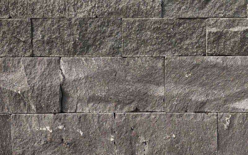 Schwarz - Graue Basalt Mauersteine Naturstein