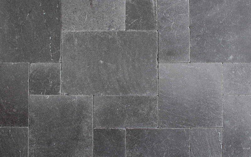 graue Basalt Terrassenplatten im Römischen Verband